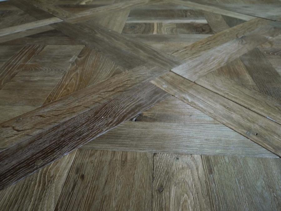 Small Versailles panels in antique oak